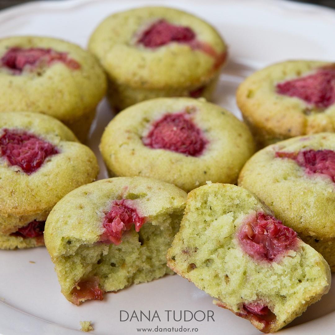 Muffins cu matcha si zmeura