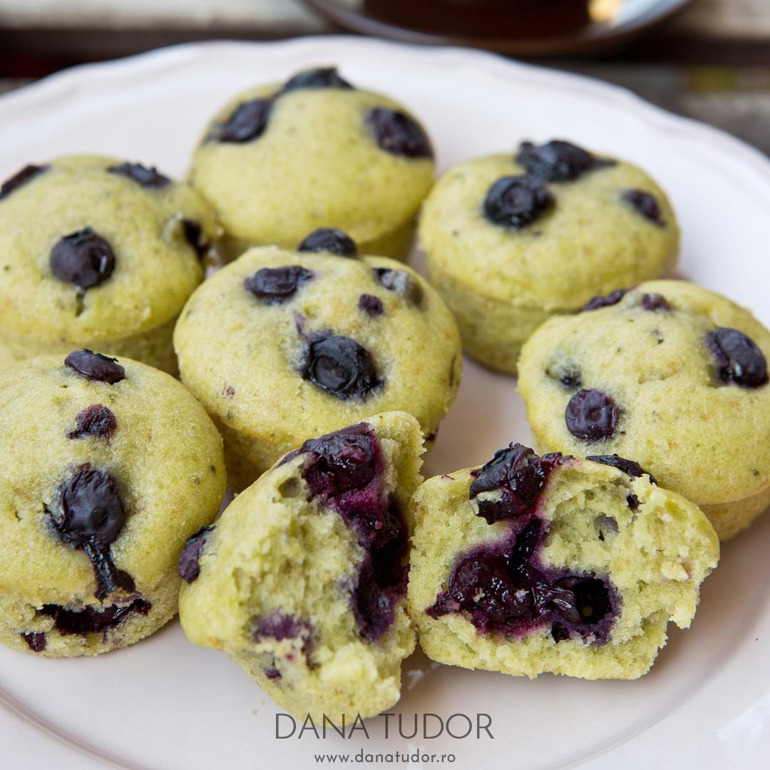 Muffins cu matcha si afine