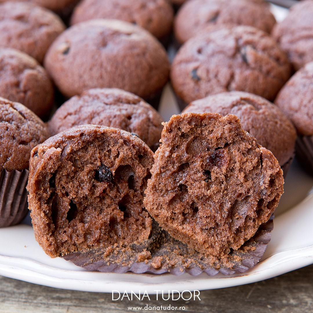 Muffins cu ciocolata, cafea si scortisoara