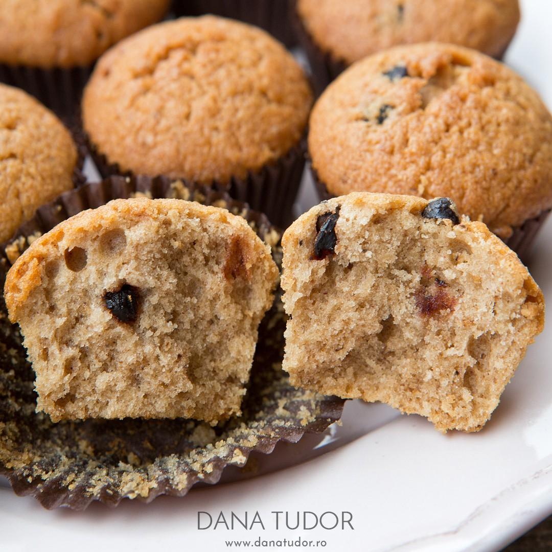 Muffins cu nuci, cafea si scortisoara