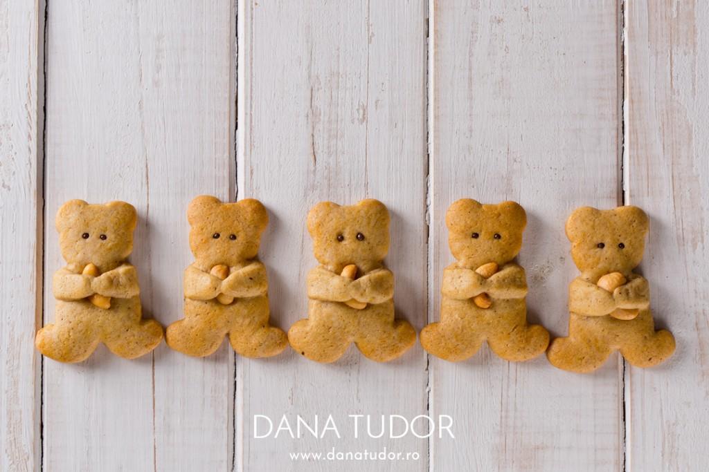 Turta dulce - stelute si ursuleti cu nuci caju
