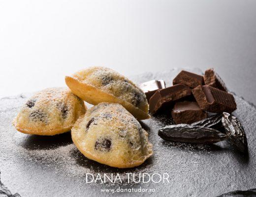 Madeleines cu fava tonka si picaturi de ciocolata