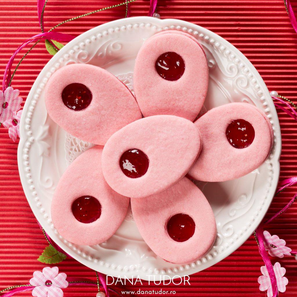 Biscuiti Linzer cu aroma si gem de zmeura