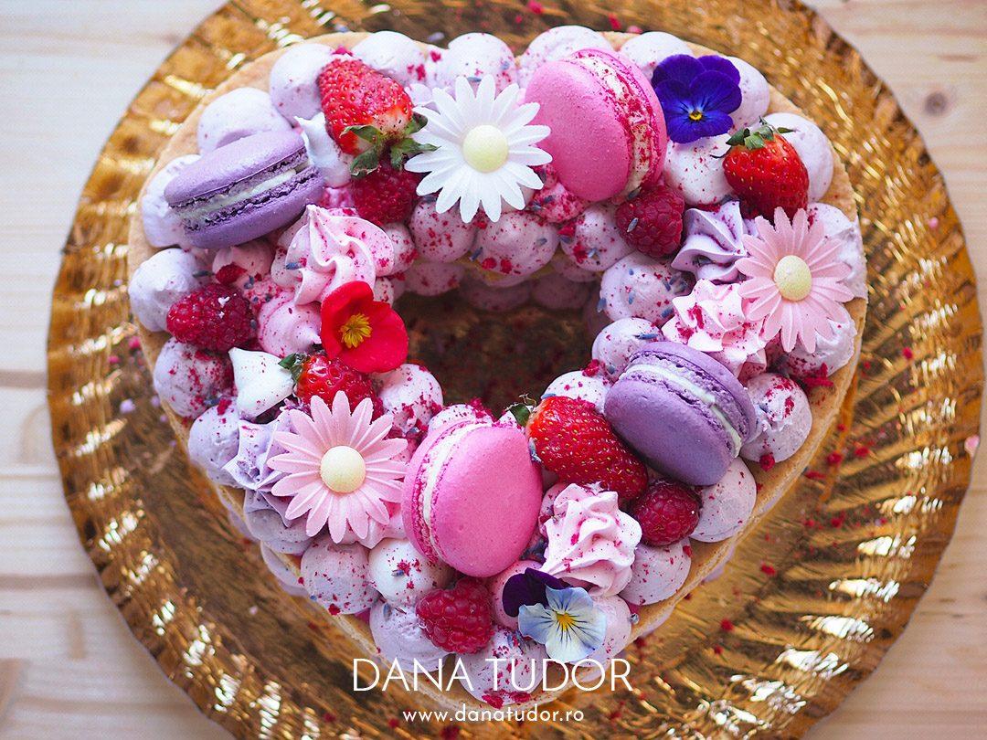 Tort in forma de inima in stil 'number cake'